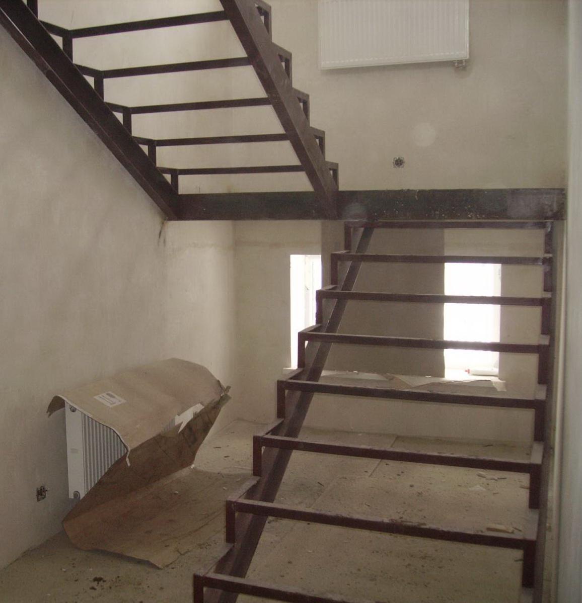 Как изготовить металлическую лестницу на второй этаж своими руками